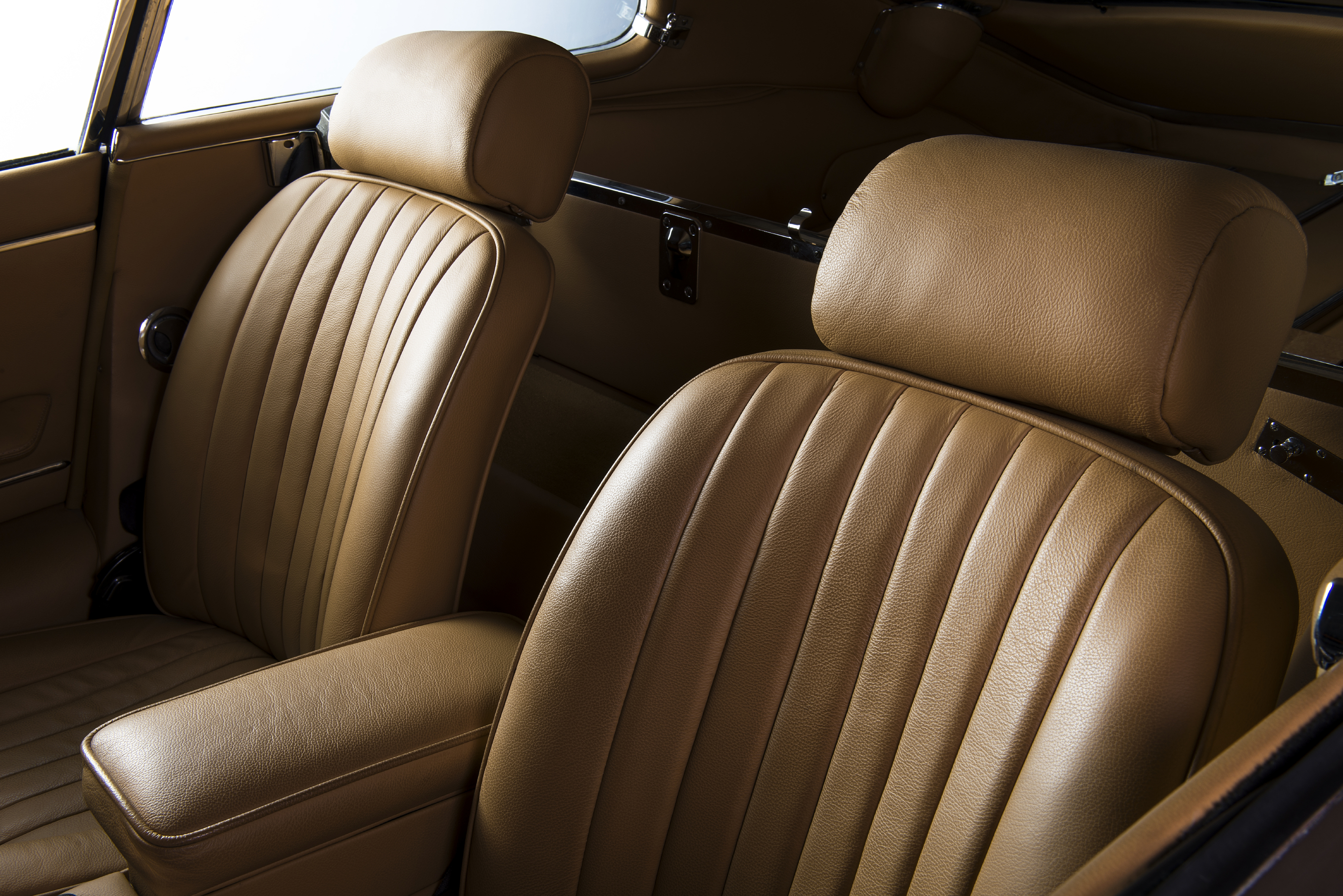 het interieur van uw auto reinigen wij bijzonder grondig